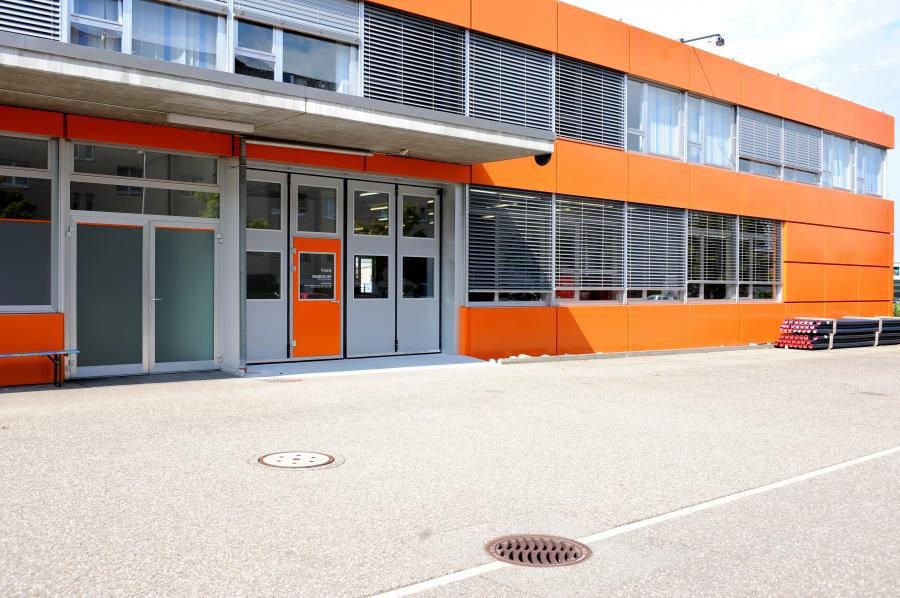 Industrietor therm f r w rmed mmung bator industrietore ag for Door youth centre